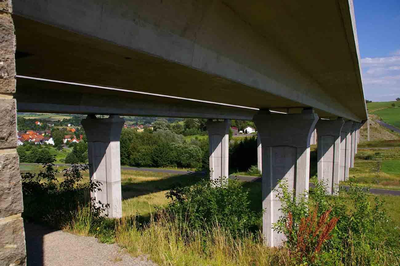 Statische und konstruktive Prüfung einer Autobahnbrücke im Hopfenbachtal